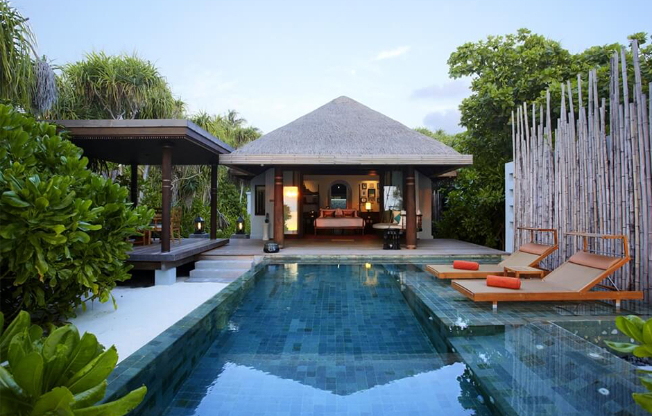 Anantara Kihavah beach private pool