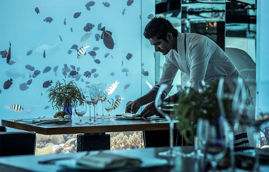 Anantara kihavah underwater restaurant